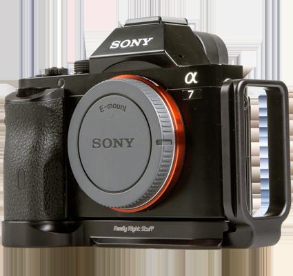 Kamera mit L-Winkel, das ersparrt das lästige an und abschrauben von Stativplatten. Der L-Winkel ersetzt eine platte, dadurch kann gleichermassen die Kamera horizenzual und vertikal auf dem Stative verwendet werden.