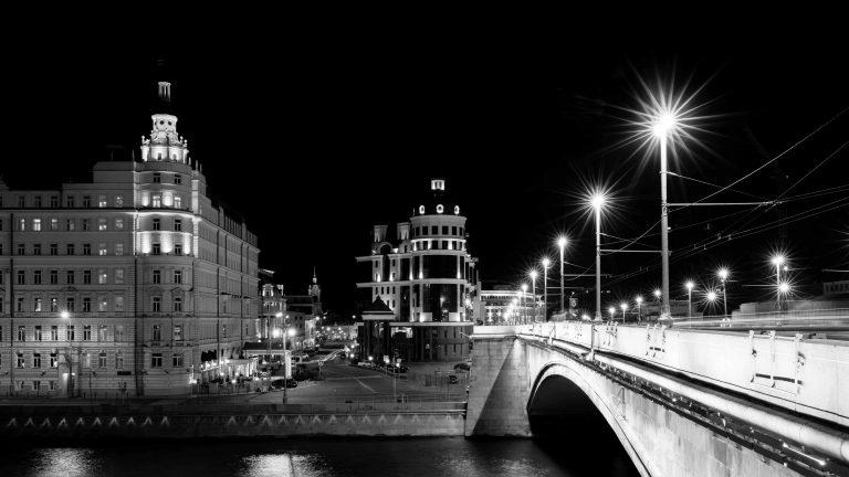 Bild: Moskau – Brücke zum Roten Platz – Kamera: NIKON D810 |  | Brennweite: 35mm | Verschlusszeit: 6/1 | Blende: f/14.0 | ISO: 64