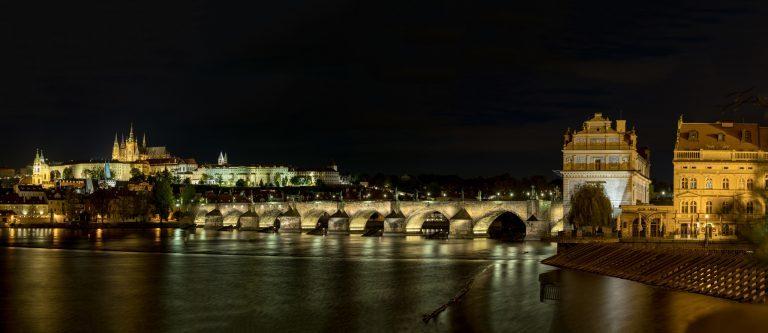 Prag – Karlsbrücke – Hochkant Panorama aus 12 Einzelaufnahmen – D850 mit 70-210 f/2.8