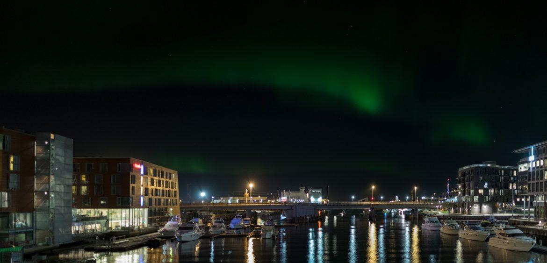 Nordlicht über Trondheim - Hersteller: NIKON CORPORATION | Kamera: NIKON D850 | | Brennweite: 25mm | Verschlusszeit: 4/5 | Blende: f/2.8 | ISO: 1000
